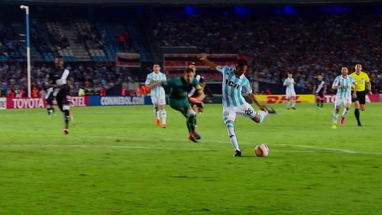 """Zé Ricardo lamenta goleada na Argentina e diz: """"Responsabilidade é toda minha"""""""