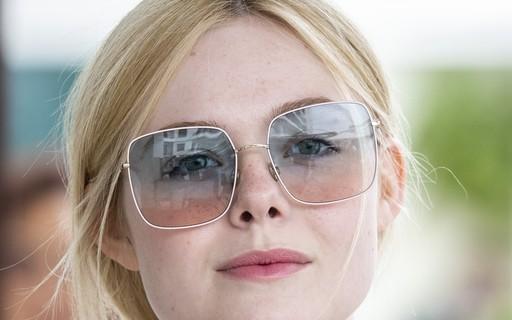 a50f73a2d Em busca de um novo par de óculos escuros? Inspire-se na coleção de Elle  Fanning em Cannes - Vogue   moda