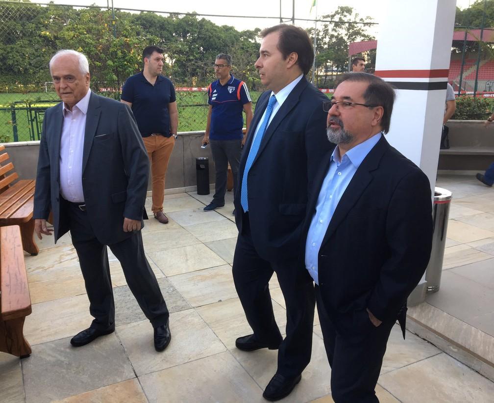 Leco, Rodrigo Maia (presidente da Câmara dos deputados) e Marco Aurélio Cunha no CT da Barra Funda — Foto: Leandro Canônico