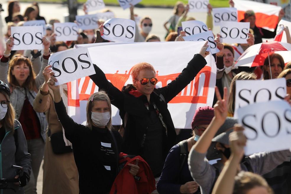 Manifestantes protestam contra os resultados das eleições presidenciais em Minsk, em Belarus, neste sábado — Foto: Stringer/Reuters