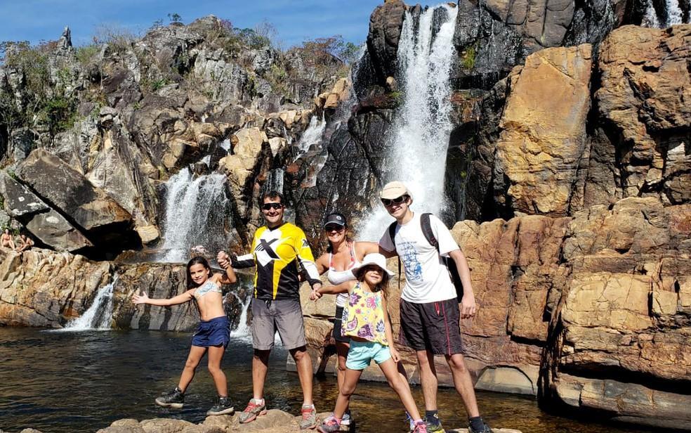 Rodrigo Nunes, Andreia Razze e os três filhos visitam a Chapada dos Veadeiros (Foto: Rodrigo Nunes/Arquivo pessoal)