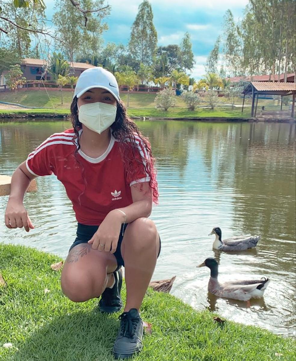 Lívia Monteiro, de 19 anos, faz uso de narguilé há 3 anos e teve complicações no pulmão — Foto: Lívia Monteiro/Arquivo pessoal