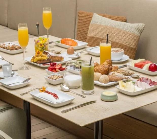 O brunch do Hotel Emiliano é servido aos finais de semana com muito glamour e boa gastronomia (Foto: Mosteiro de São Bento/ Reprodução)