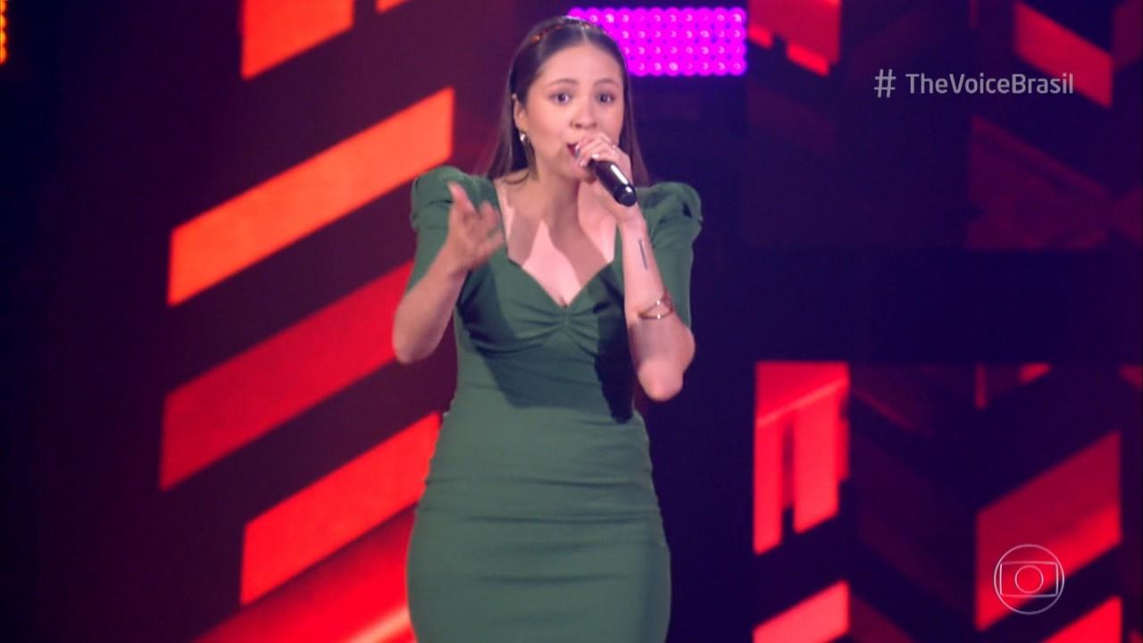 Glícia França canta 'Numa Sala de Reboco'