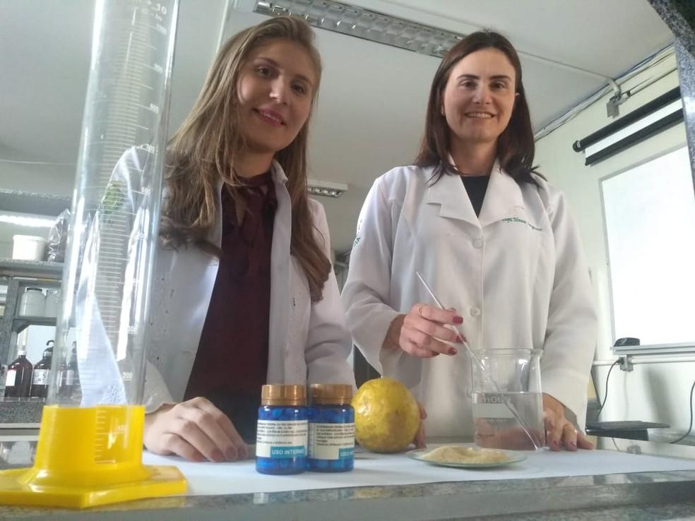 Pesquisadoras da UFRN testam produto a base de casca de maracujá em tratamento contra a pressão alta — Foto: Cedida