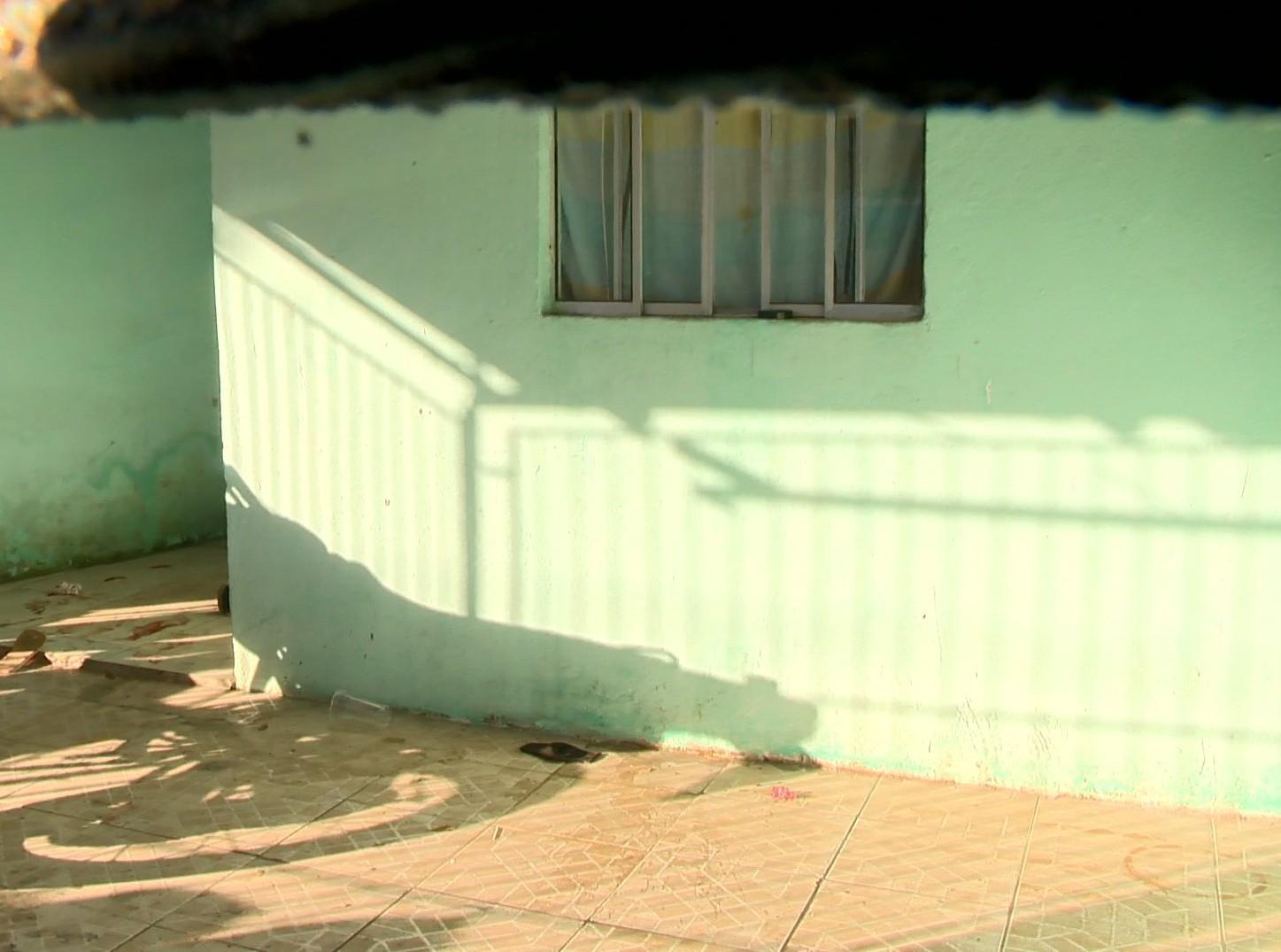 Suspeita de participar de tentativa de assassinato de jovem em Cariacica, ES, é presa