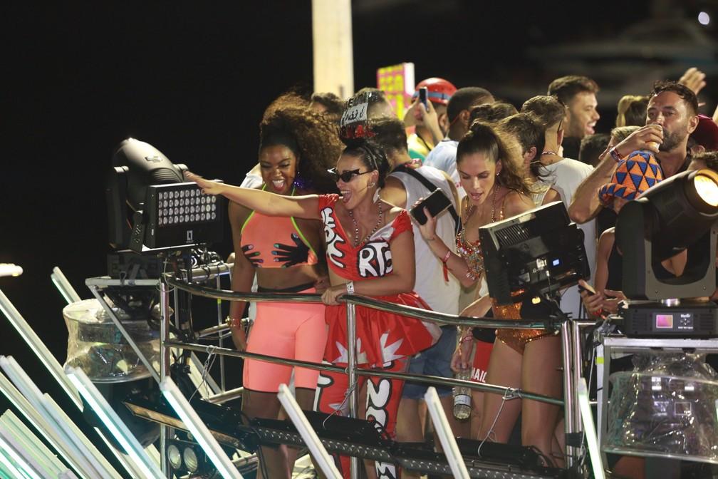 Convidados de Ivete Sangalo no trio dela no carnaval de Salvador — Foto: Mauro Zaniboni /Ag Haack