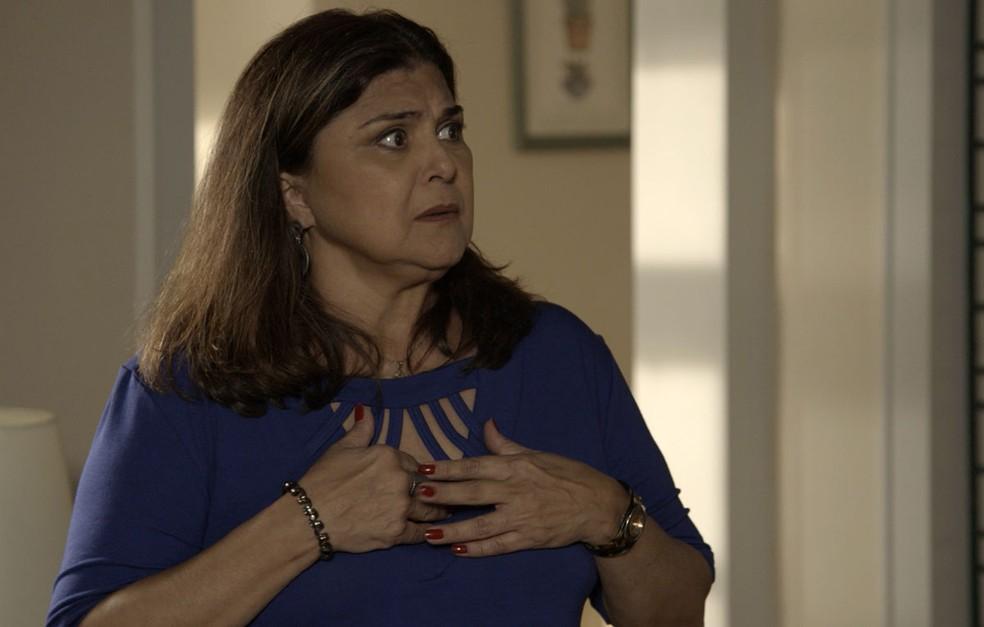 Aurora (Elizangela) quase morre do coração! — Foto: TV Globo