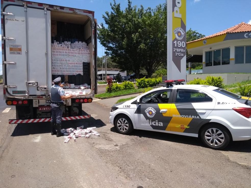 A carga foi apreendida e encaminhada a sede da Polícia Federal de Marília (Foto: Polícia Rodoviária/Marília)