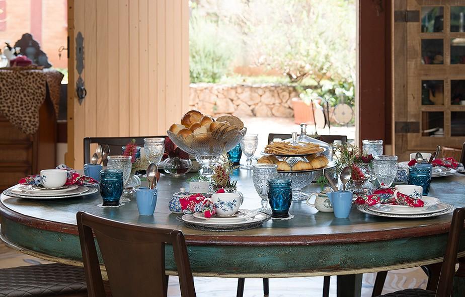 A mesa ficou linda e cheia de mimo para os convidados