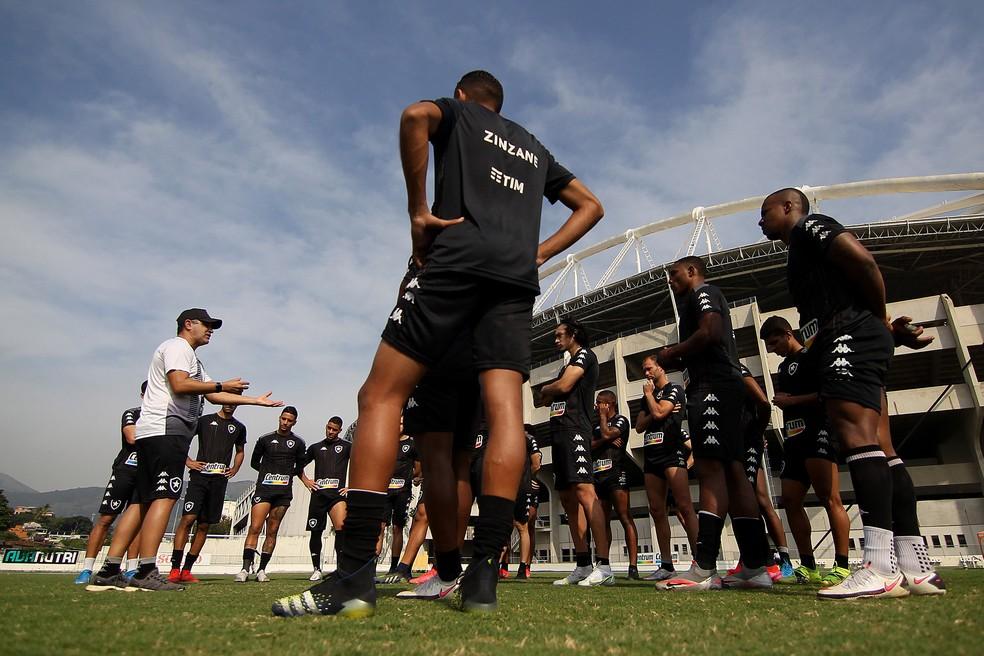 Marcelo Chamusca terá muito o que testar diante do Vasco — Foto: Vitor Silva/Botafogo