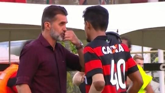 Orientou? Assista ao momento em que Mancini conversa com Ramon no Ba-Vi