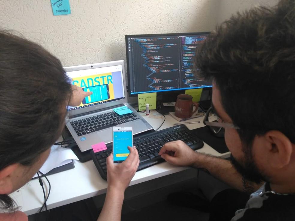 Equipe desenvolveu aplicativo para conectar leitores — Foto: Aluan Henrique Alves Cabral