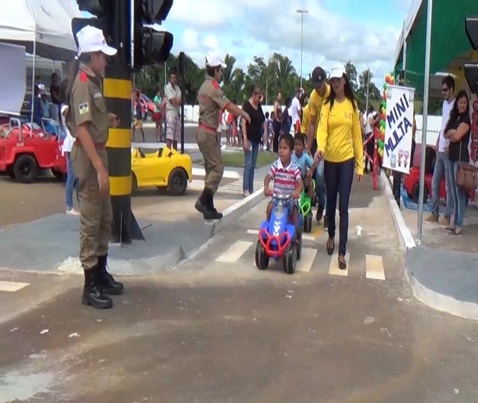 Crianças em aulas sobre educação no trânsito (Foto: Rinaldo Moreira/ G1)