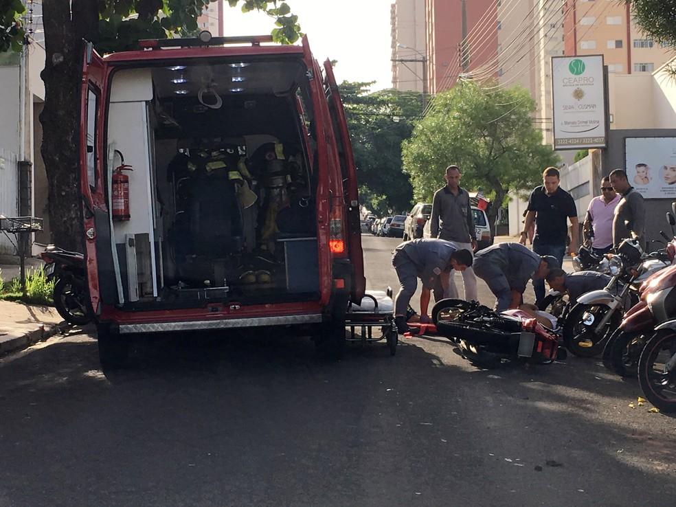 Rua Tenente Nicolau Maffei, no Centro, ficou interditada durante os trabalhos do Corpo de Bombeiros (Foto: Valmir Custódio/G1)