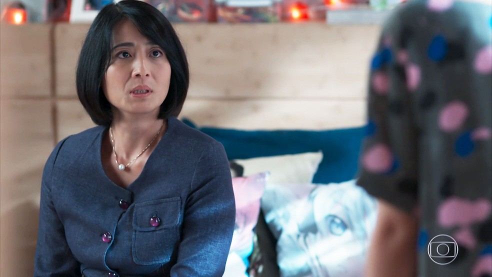 Mitsuko (Lina Agifu) confronta Tina (Ana Hikari) mais uma vez em 'Malhação - Viva a Diferença'. — Foto: Globo