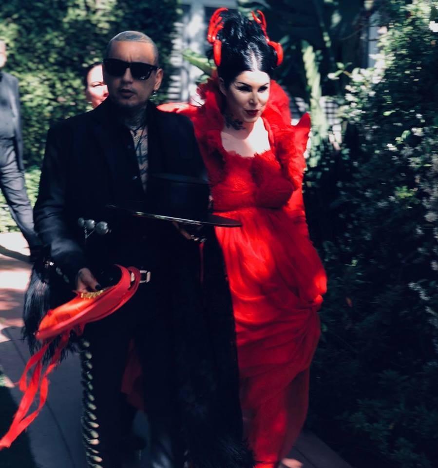 Kat Von D e o marido Rafael Reyes em seu casamento celebrado neste ano (Foto: Instagram)