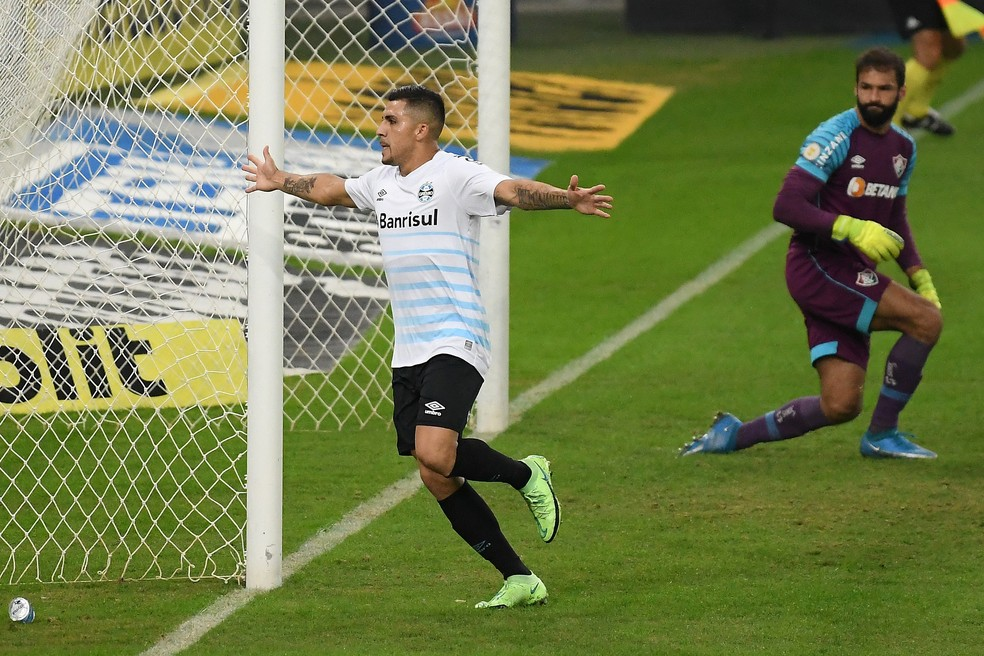 Fluminense perdeu para o Grêmio no último sábado com gol de pênalti no fim — Foto: Alexandre Durão / ge