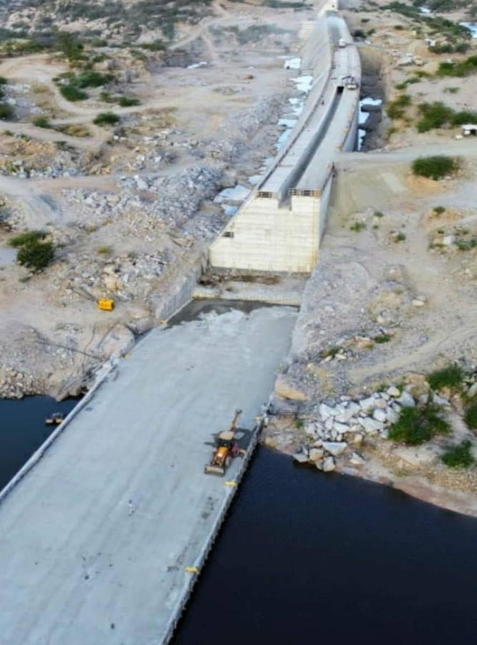 Obras da barragem de Oiticica, na região Seridó do RN — Foto: Semarh/Divulgação