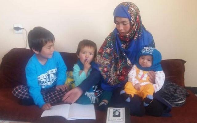 Jahan com os três filhos (Foto: Reprodução)