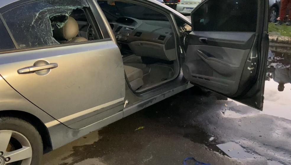 Corpo de mulher é encontrado dentro de carro em estacionamento de hospital em Manaus — Foto: Patrick Marques/G1 AM