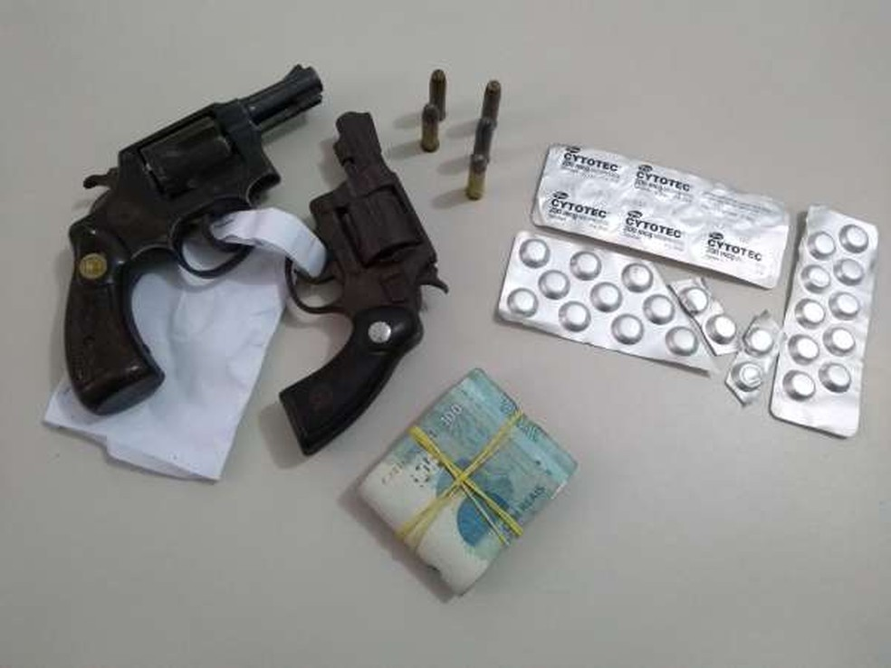 Suspeito de vender remédios abortivos é preso pela polícia no interior do Ceará. — Foto: Divulgação/SSPDS