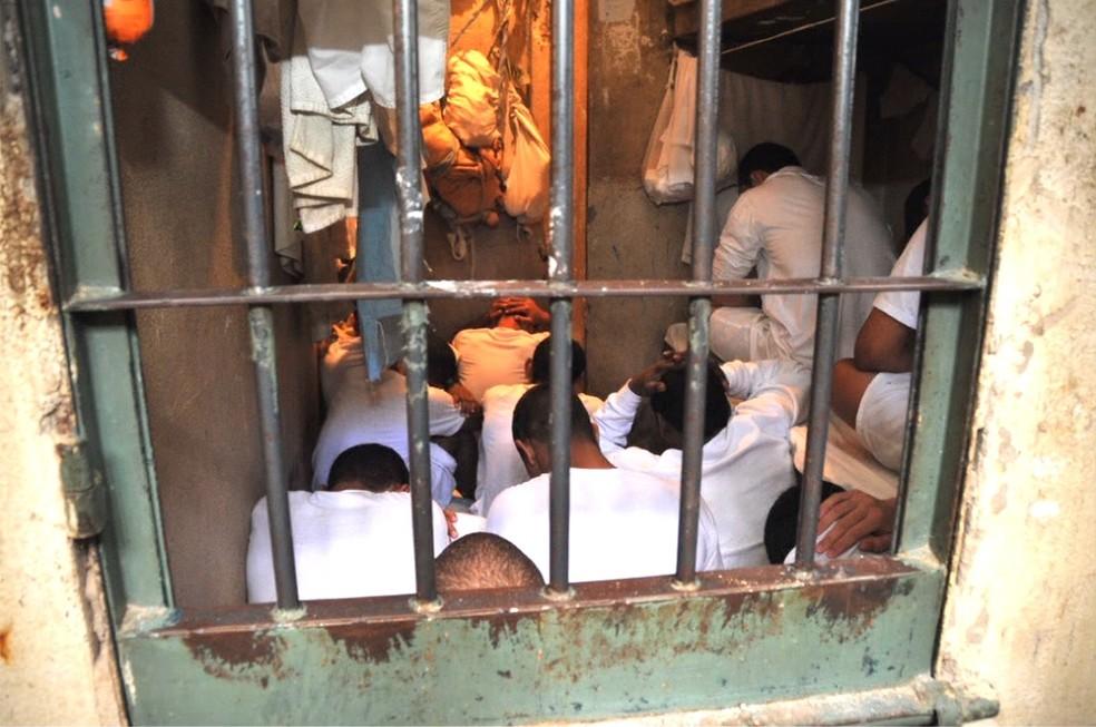 Cela superlotada no Complexo Penitenciário da Papuda — Foto: Ministério Público/Divulgação