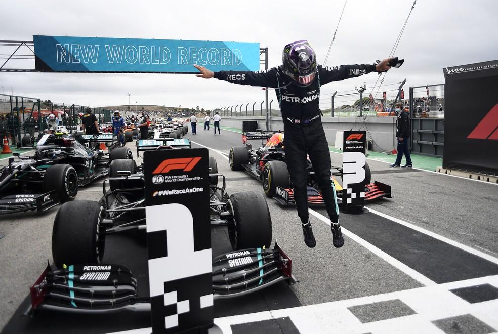 Hamilton comemora a 92ª vitória e o recorde na Fórmula 1 — Foto: Getty Images