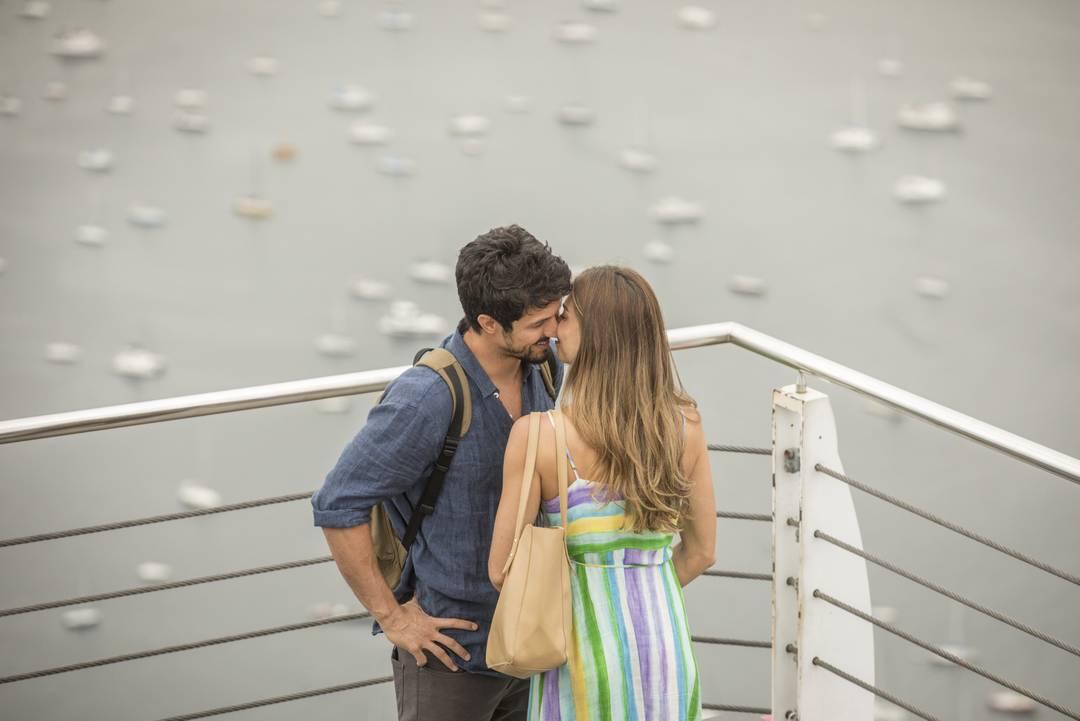 O beijo tão esperado de Maloma é em um cenário paradisíaco