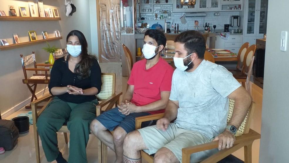 Irmãos Mariana, Antonio e Thiago Sena neste domingo (7) — Foto: Cleber Vasconcelos