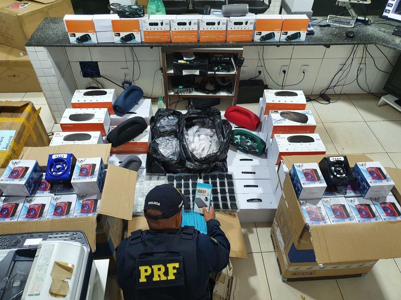 PRF apreende carga sem nota fiscal em ônibus avaliada em R$ 160 mil