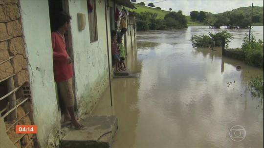 Mais de duas mil pessoas ficam desalojadas após chuva em Barreiros (PE)