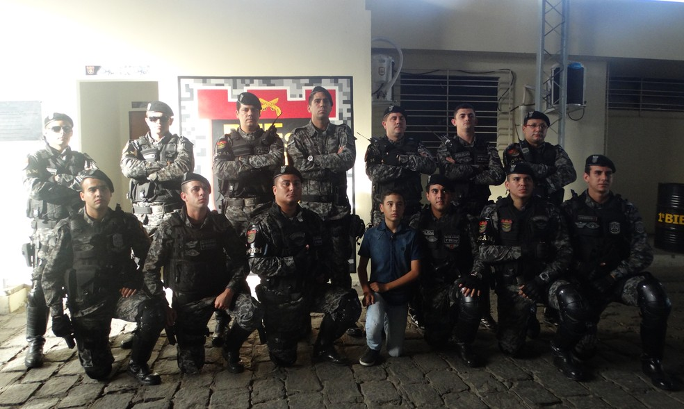 Adolescente 13 anos conheceu policiais militares e sede do Biesp (Foto: Hayale Guimarães/G1 )
