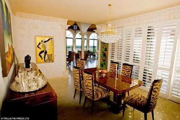Sala de jantar na mansão do cantor Jon Bon Jovi (Foto: Trulia / TNI Press LTD / Reprodução)