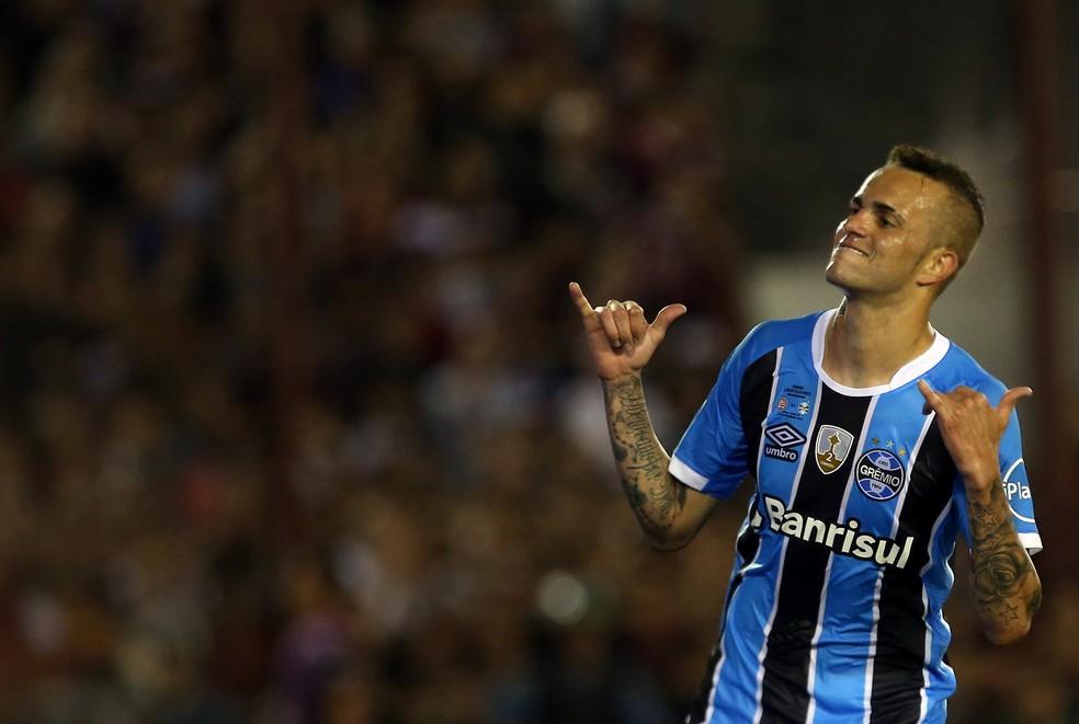 Luan comemora golaço na final da Copa Libertadores contra o Lanús  (Foto: Agustin Marcarian/Reuters)