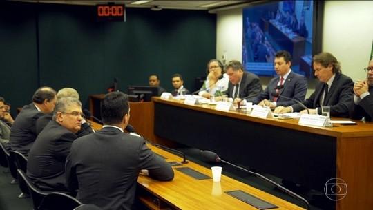 Deputados fazem uso pessoal de verba parlamentar