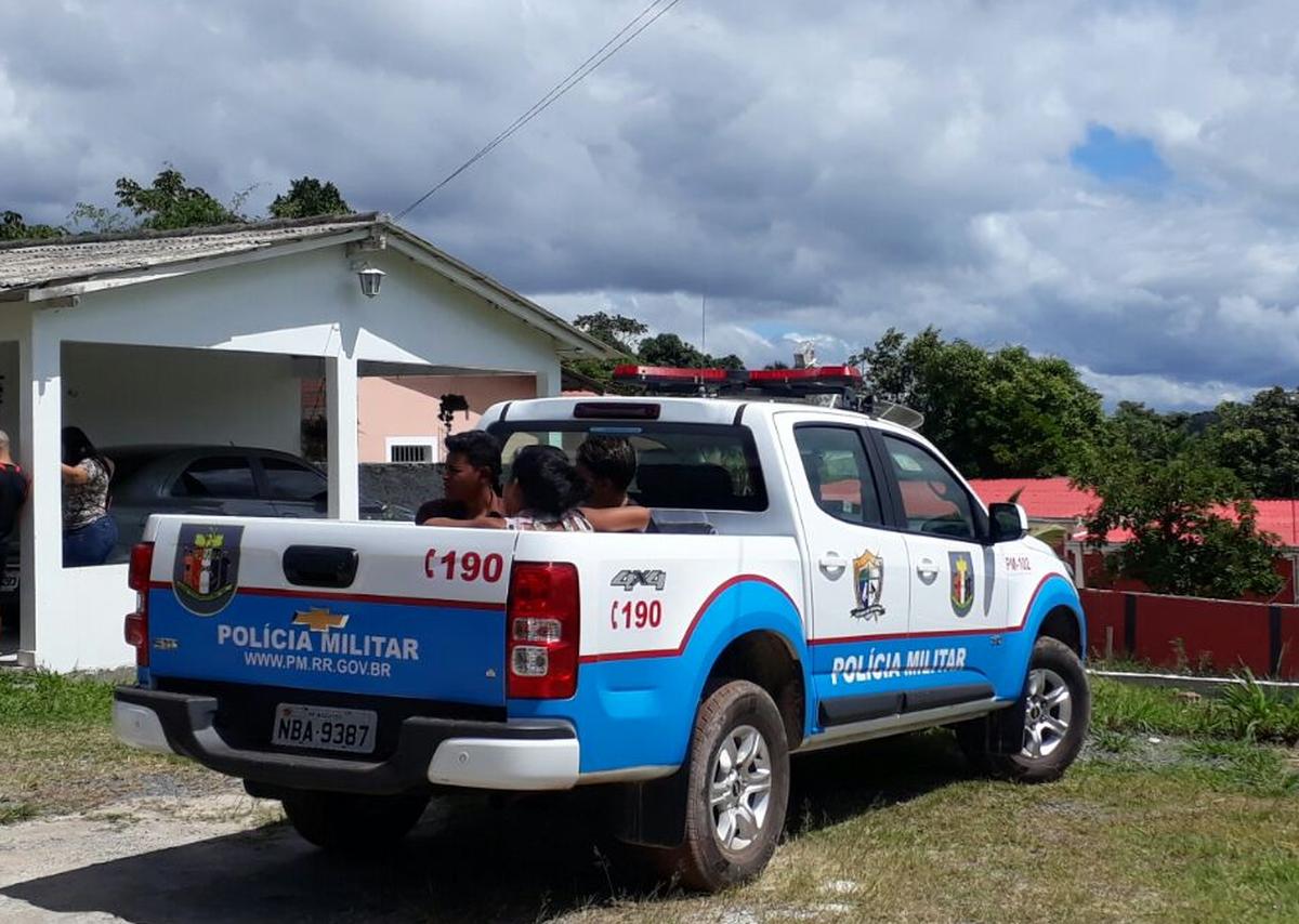 Bandidos entram em salão de beleza em Pacaraima, RR, amarram clientes e esfaqueiam proprietário