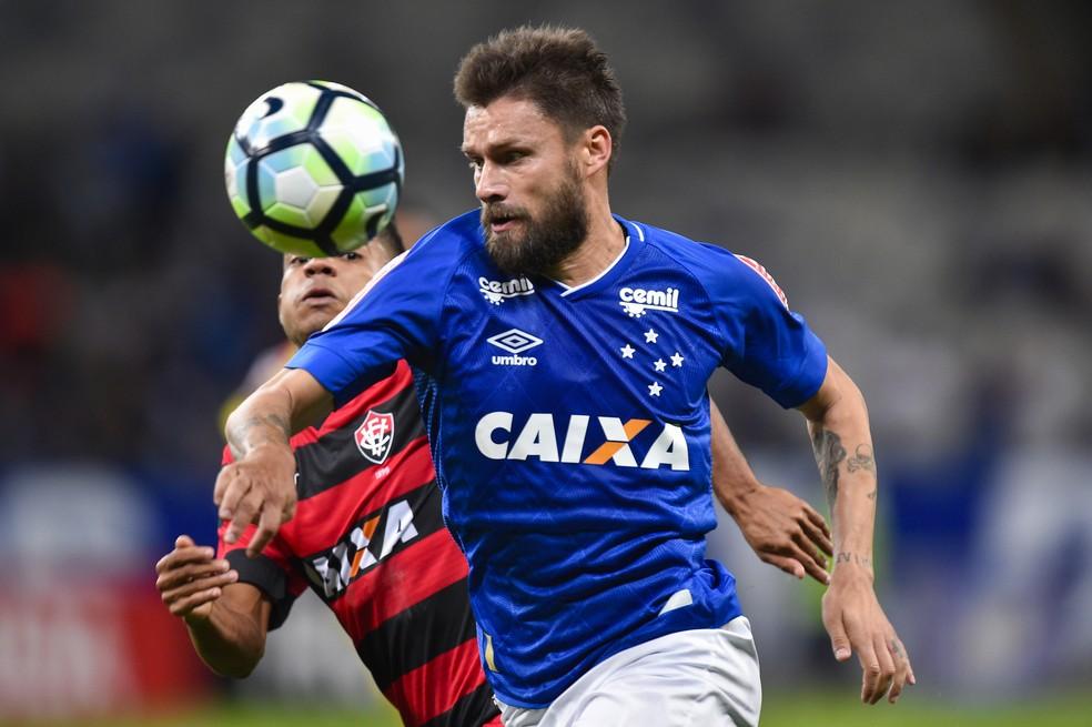 Rafael Sobis sofre desmaio por exaustão no vestiário após jogo contra o Vitória (Foto: Washington Alves//Light Press)