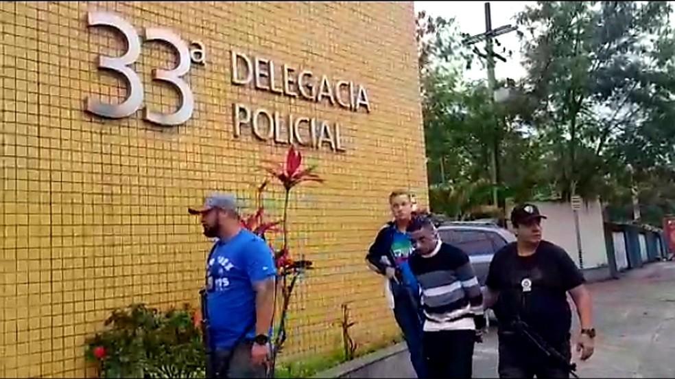Após ser preso no dentista no Leme, Jhonnatan foi levado à 33ª DP (Realengo). — Foto: Divulgação/Polícia Civil
