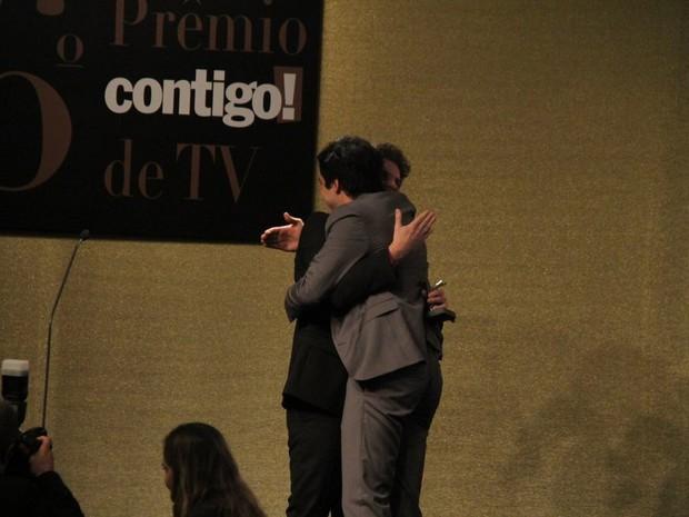 Thiago Fragoso e Mateus Solano em prêmio no Rio (Foto: Thyago Andrade/ Foto Rio News)