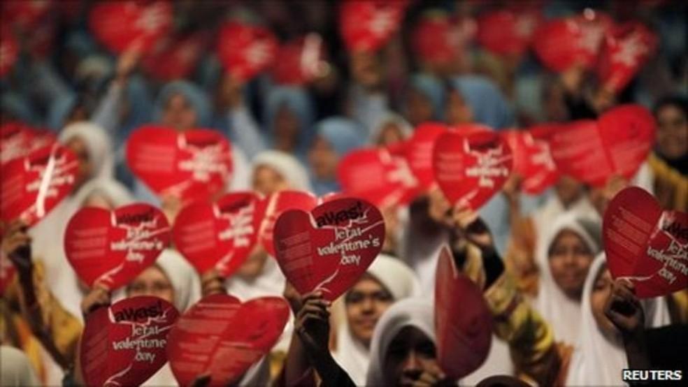 Dia de São Valentim é famoso até mesmo em alguns países muçulmanos - onde gera polêmica e protestos, muitas vezes (Foto: Reuters)