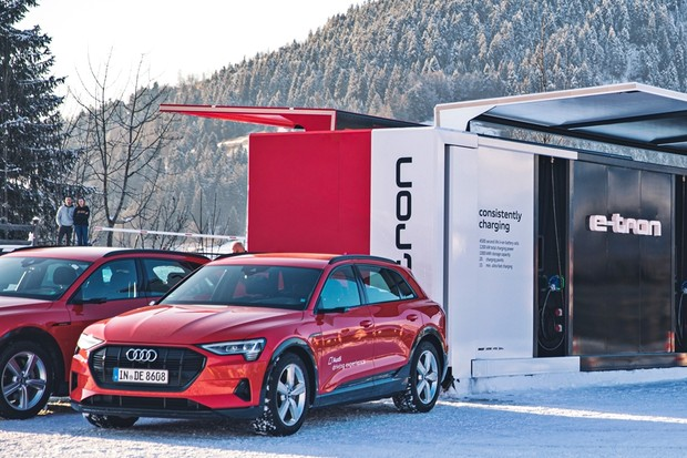 Sustainable charging solutions made by Audi: At the Hahnenkamm Alpine Ski World Cup in Kitzbühel, Austria, the company will be testing a new charging container that is fitted with individual battery modules instead of entire e-tron batteries for the first (Foto: Divulgação )