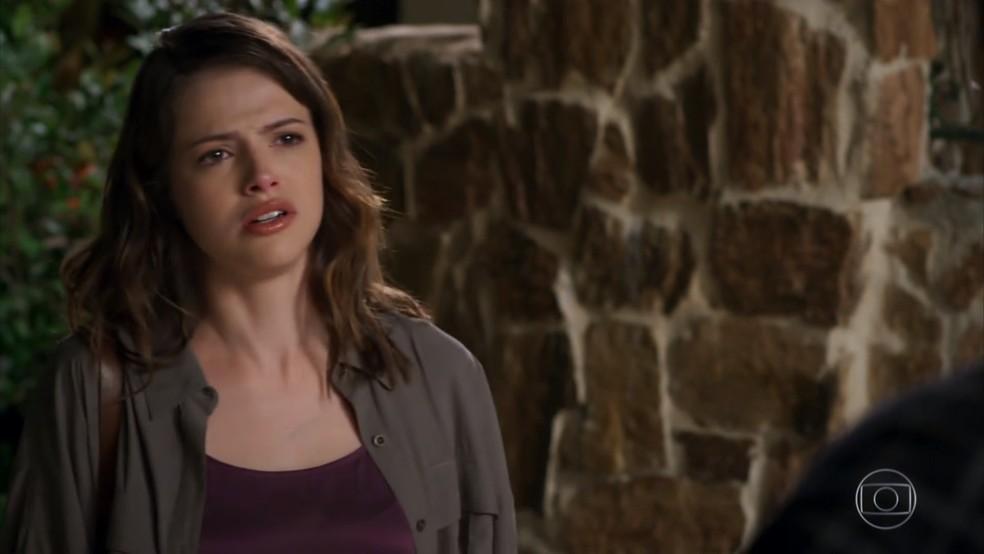 Camila (Agatha Moreira) pergunta a Giovanni (Jayme Matarazzo) se eles tinham um caso - 'Haja Coração' — Foto: Globo