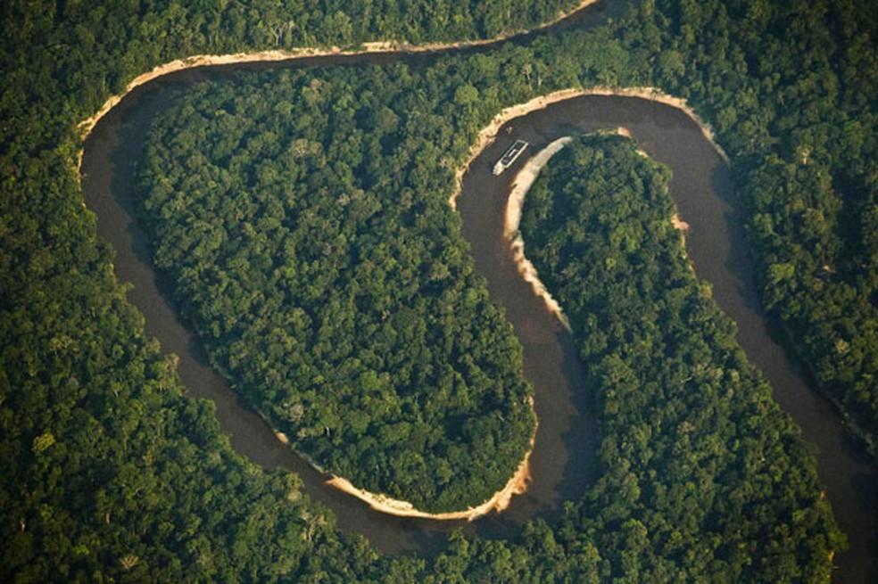 Imagem aérea do Rio Juruá, na Amazônia. Biodiversidade brasileira precisa receber ao menos o dobro de investimentos para manter preservação — Foto: Bruno Kelly/Reuters
