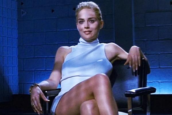 A atriz Sharon Stone em cena de Instinto Selvagem (1992) (Foto: Reprodução)