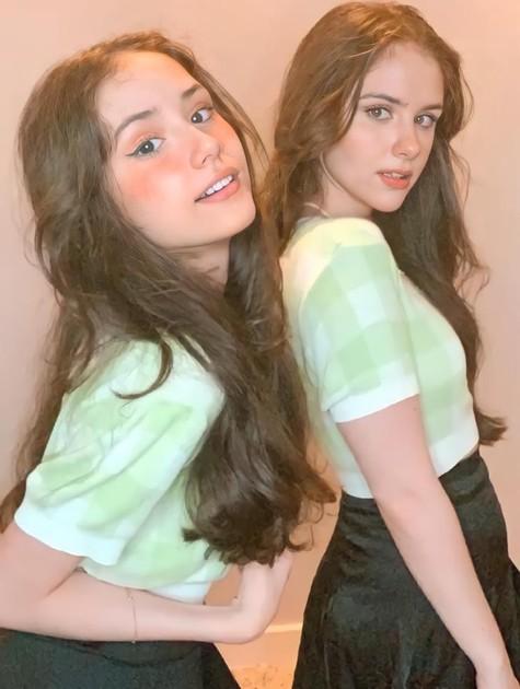 Clara Tiezzi (à direita) e a sua irmã caçula, Nicolle (Foto: Arquivo pessoal)