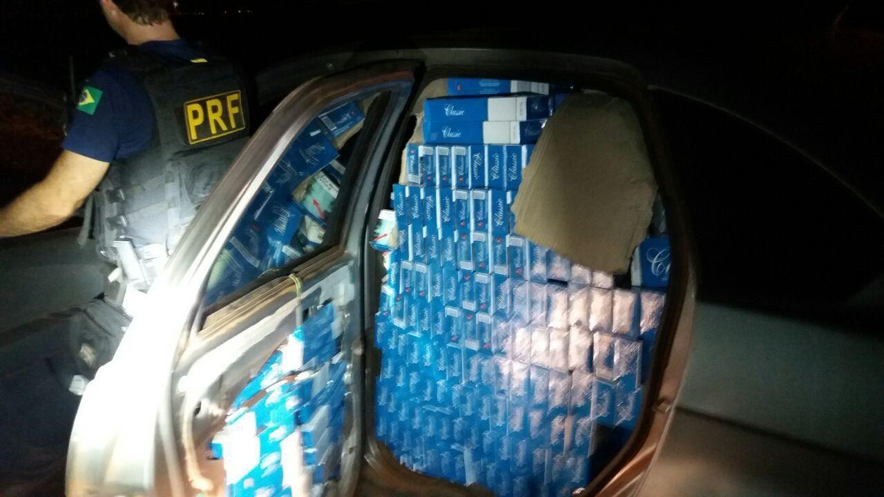 Suspeitos abandonam carros com 30 mil maços de cigarros após fuga em Santa Terezinha de Itaipu, diz PRF