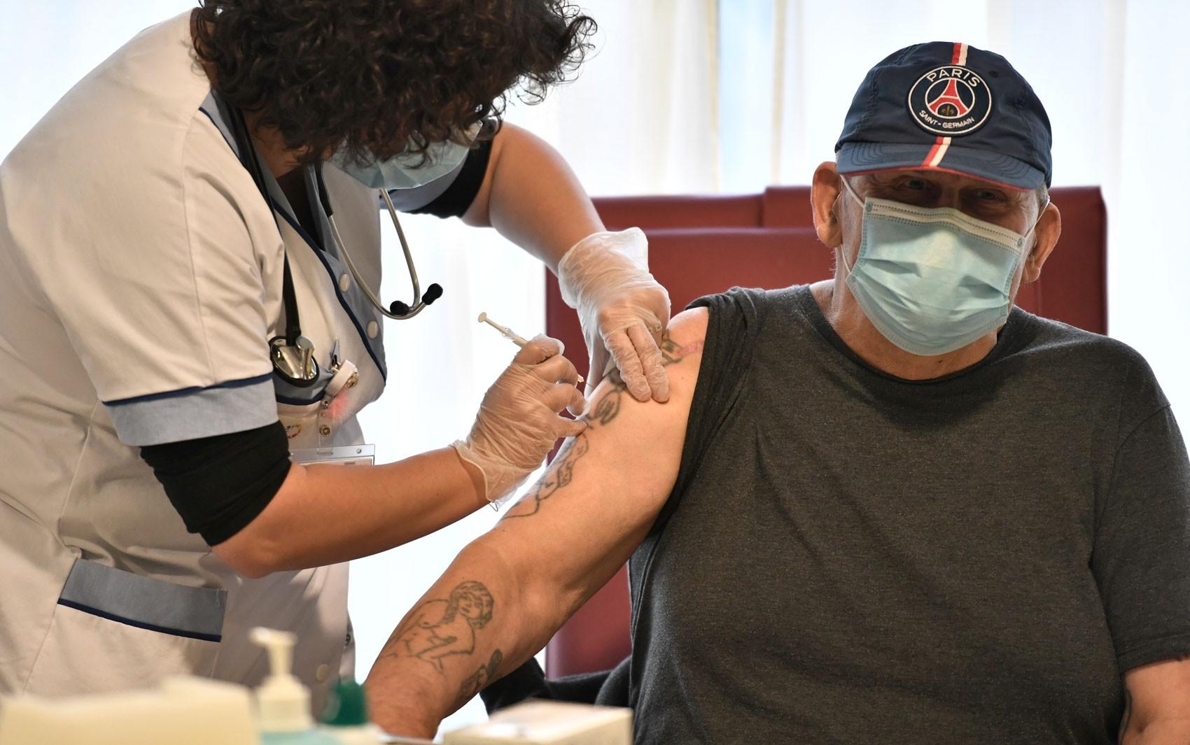 Pfizer: intervalo de três meses entre doses pode aumentar eficácia da vacina, diz estudo preliminar