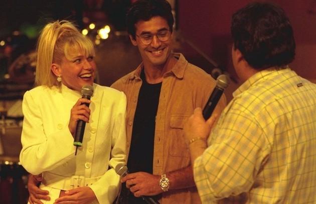 Em 1997, quando anunciou sua gravidez ao lado de Luciano Szafir no programa do Faustão (Foto: Divulgação)