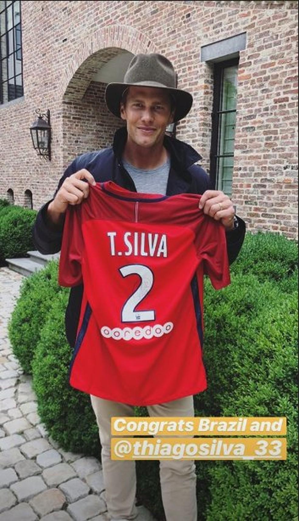 Tom Brady exibe camisa de Thiago Silva e manda recado